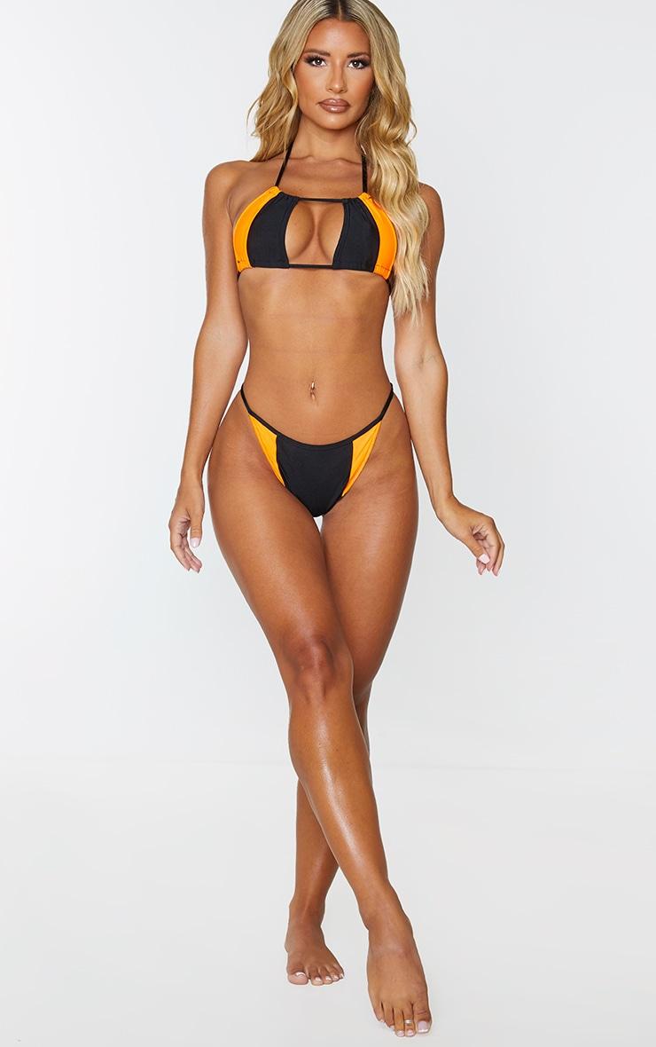 Haut de bikini noir à détail contrasté 3