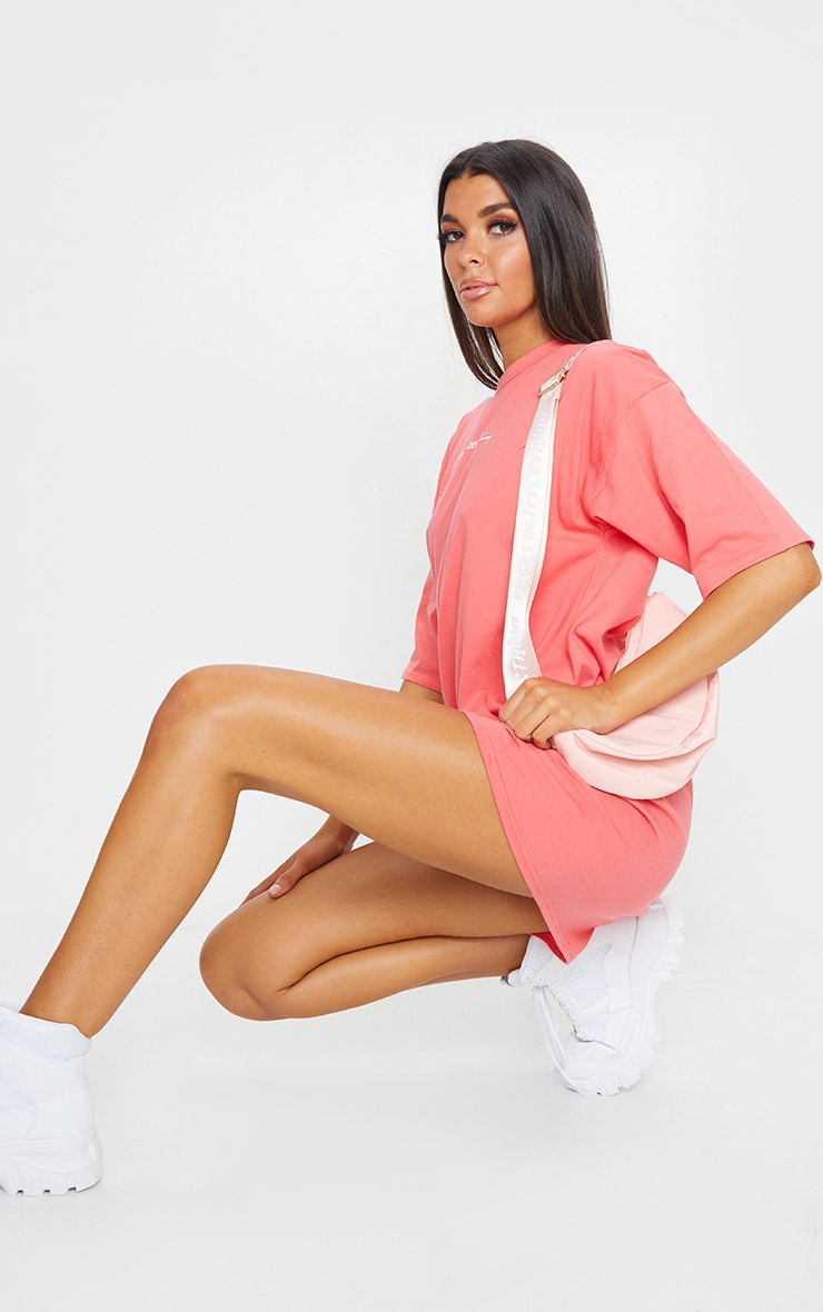 PRETTYLITTLETHING Coral Slogan Oversized Boyfriend T Shirt Dress 3
