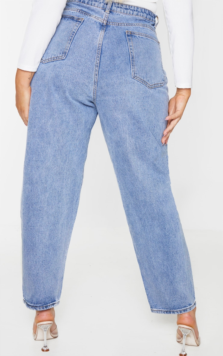 PRETTYLITTLETHING Plus Light Wash Mom Jean 3