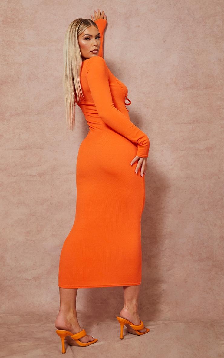 Robe longue orange côtélée à manches longues et buste noué 2