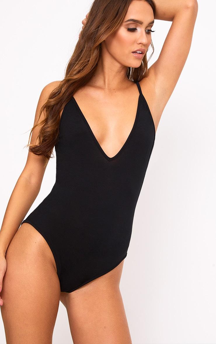 Basic Body-string noir à bretelles et décolleté plongeant 1
