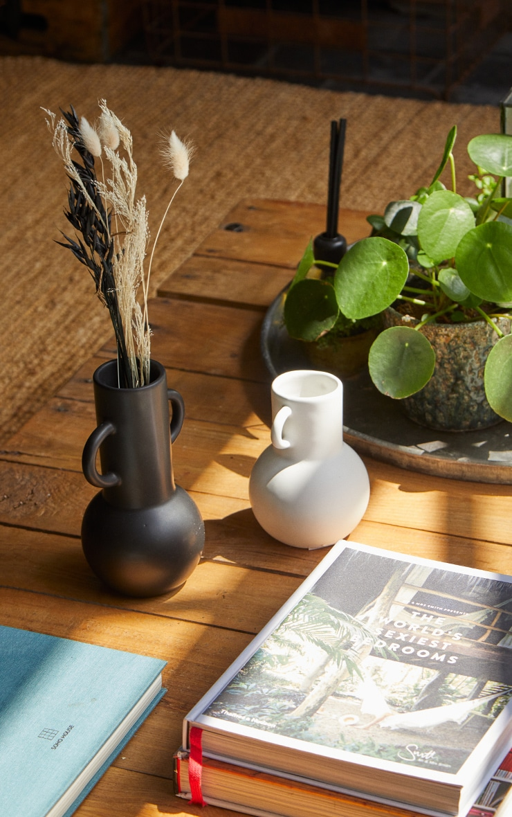 White Small Amphora Vase 1