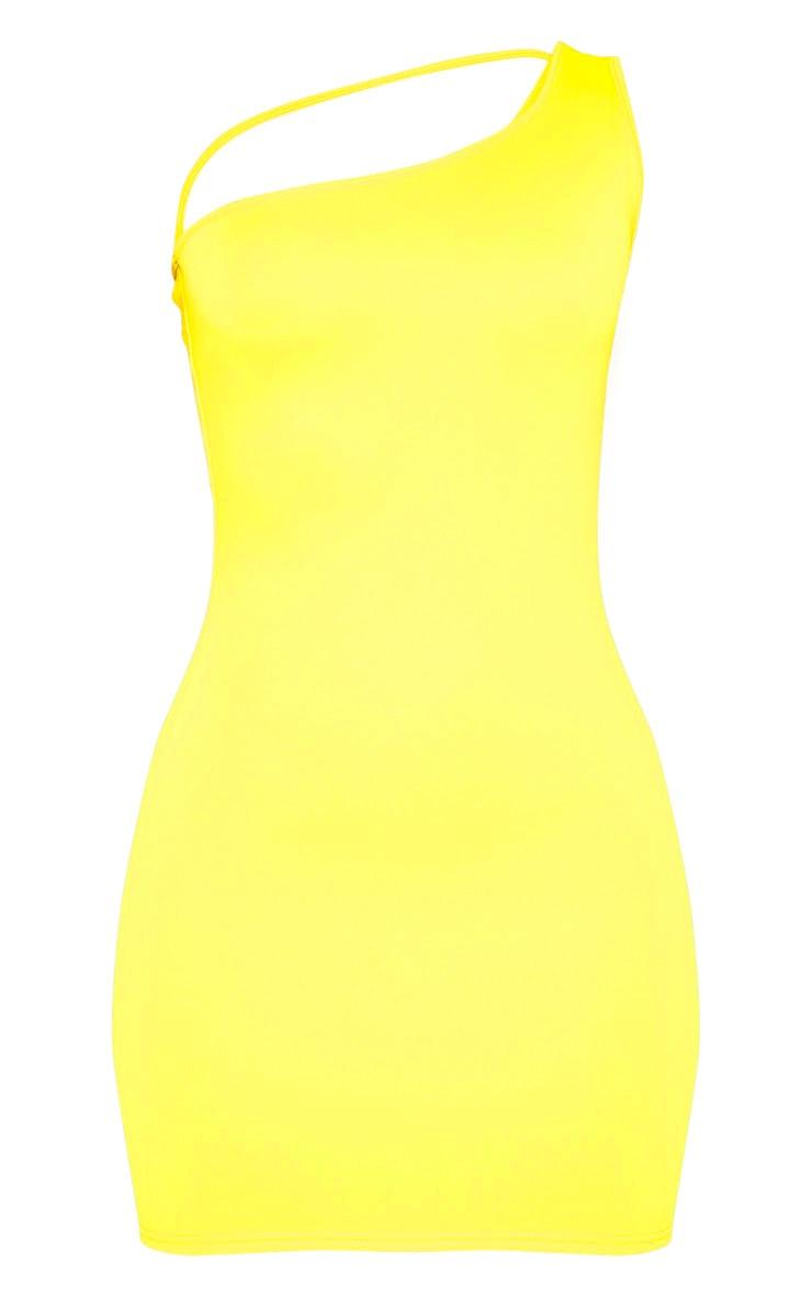 Robe moulante jaune à bretelle unique et lanière 3