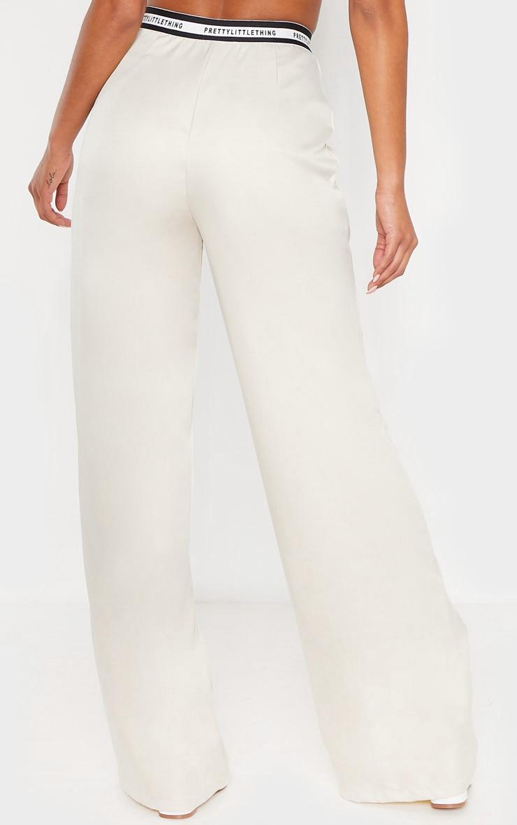PRETTYLITTLETHING - Pantalon habillé gris pierre à jambes évasées et bande à slogan 4