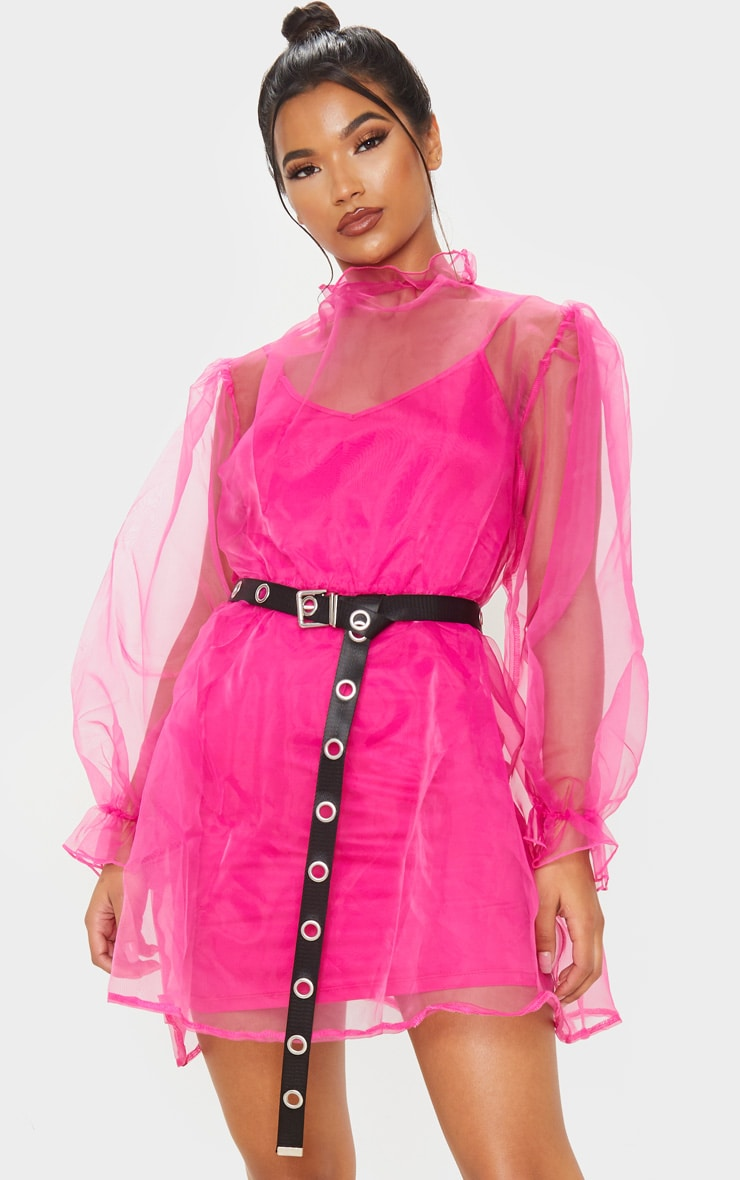 Robe babydoll en organza rose flashy à manches bouffantes 1