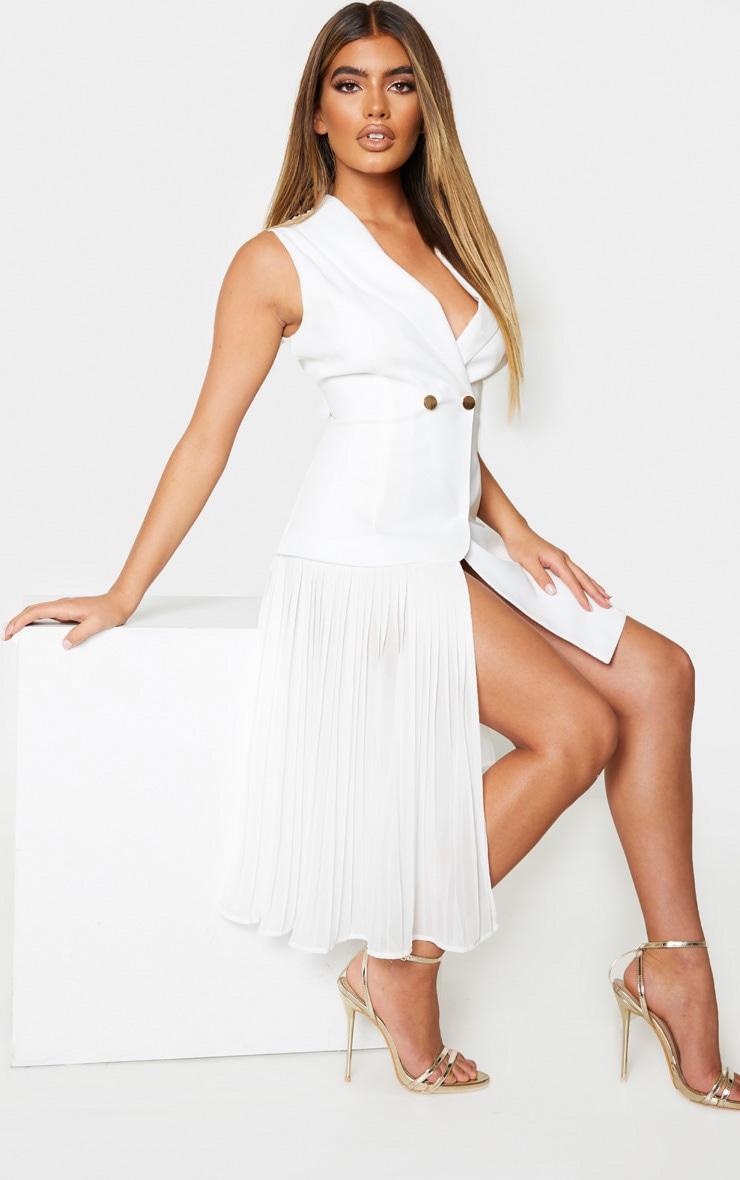 Robe plissée blanche à détail drapé et boutons 3