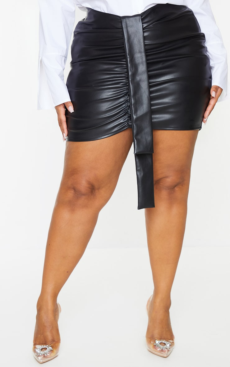 Plus Black Faux Leather V Front Ruched Mini Skirt 2
