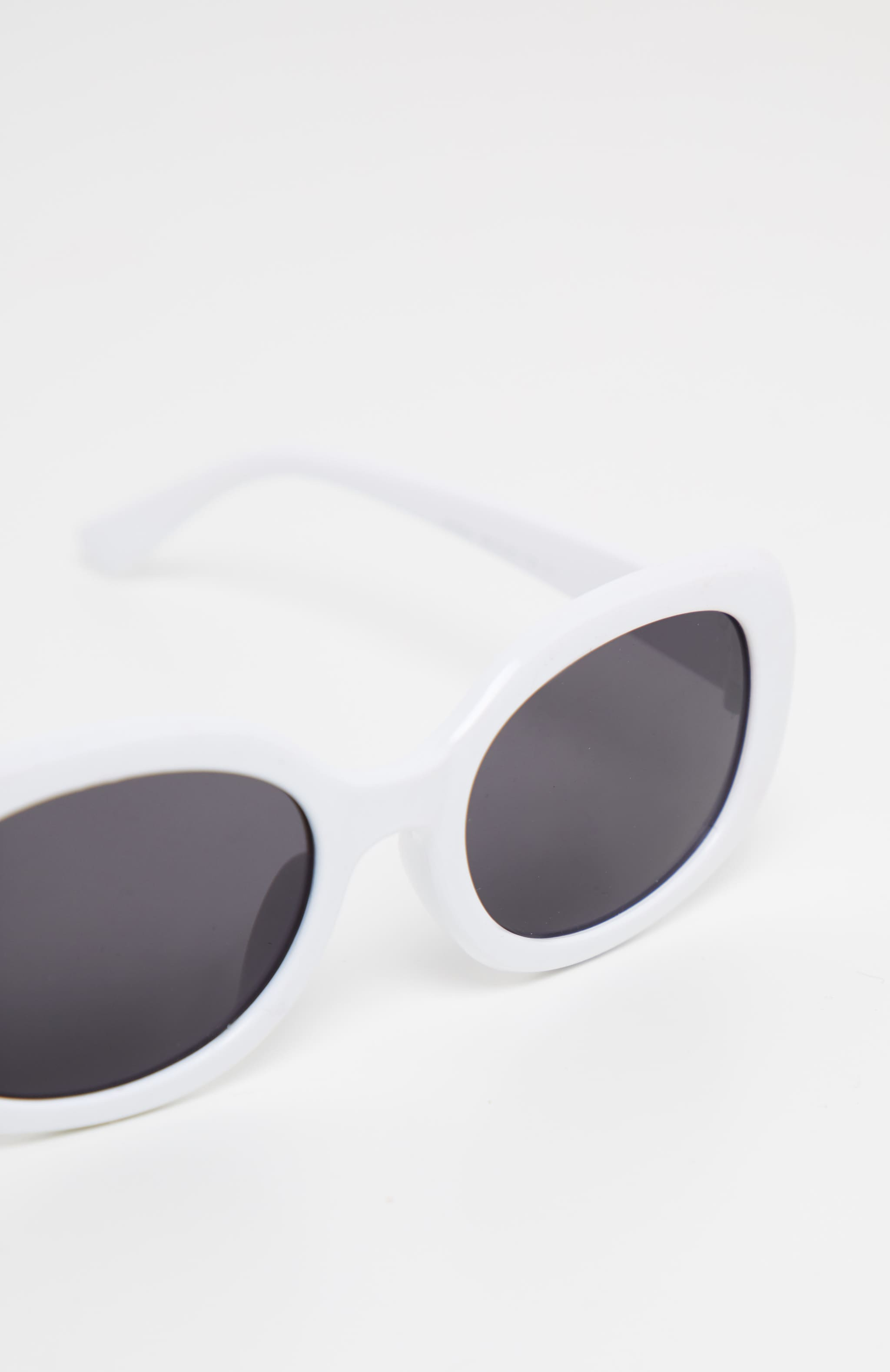 White Oval Shape Retro Sunglasses 4