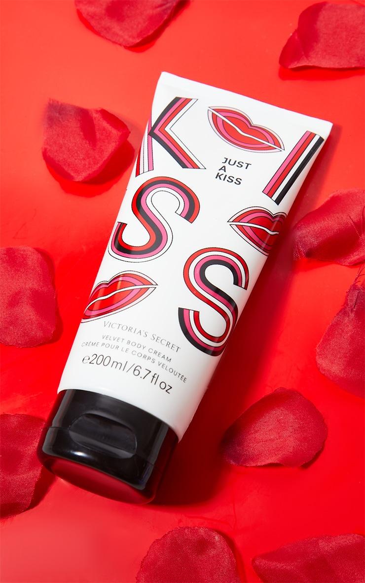 victoria's secret just a kiss velvet body cream 200ml