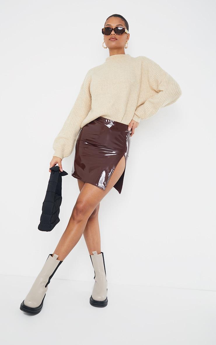 Mini-jupe en vinyle chocolat à fente latérale 1