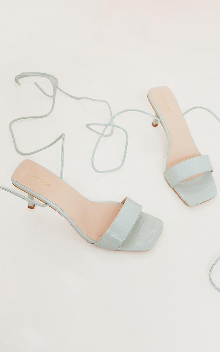 Sandales pointure large à talons bas menthe en similicuir effet croco à lacets 3