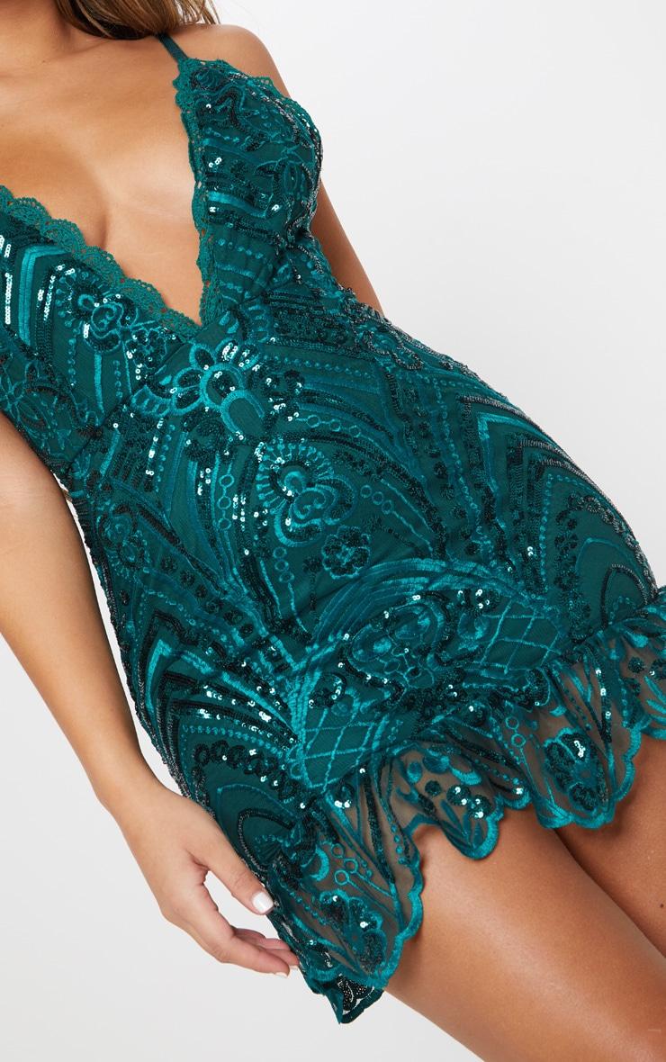Robe moulante vert émeraude à sequins et ourlet dentelle volanté 5