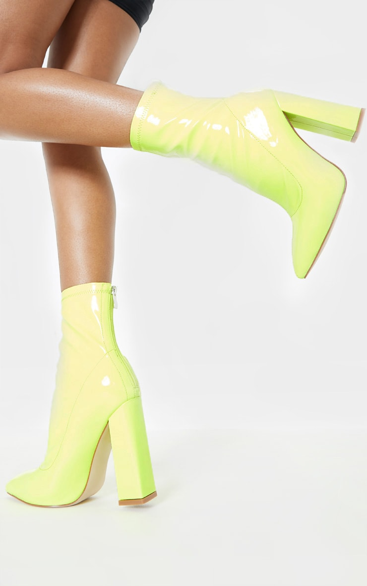 Bottines pointues vert citron fluo à gros talons 2