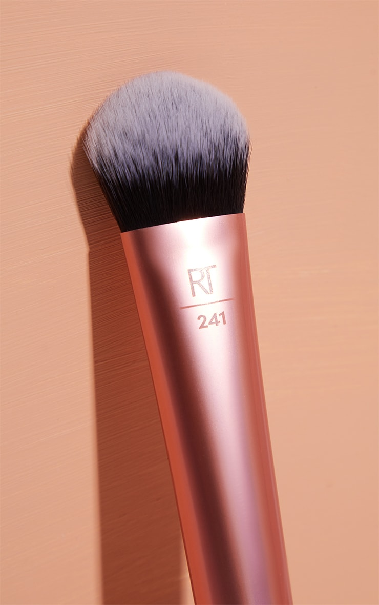Real Techniques Seamless Complexion 4