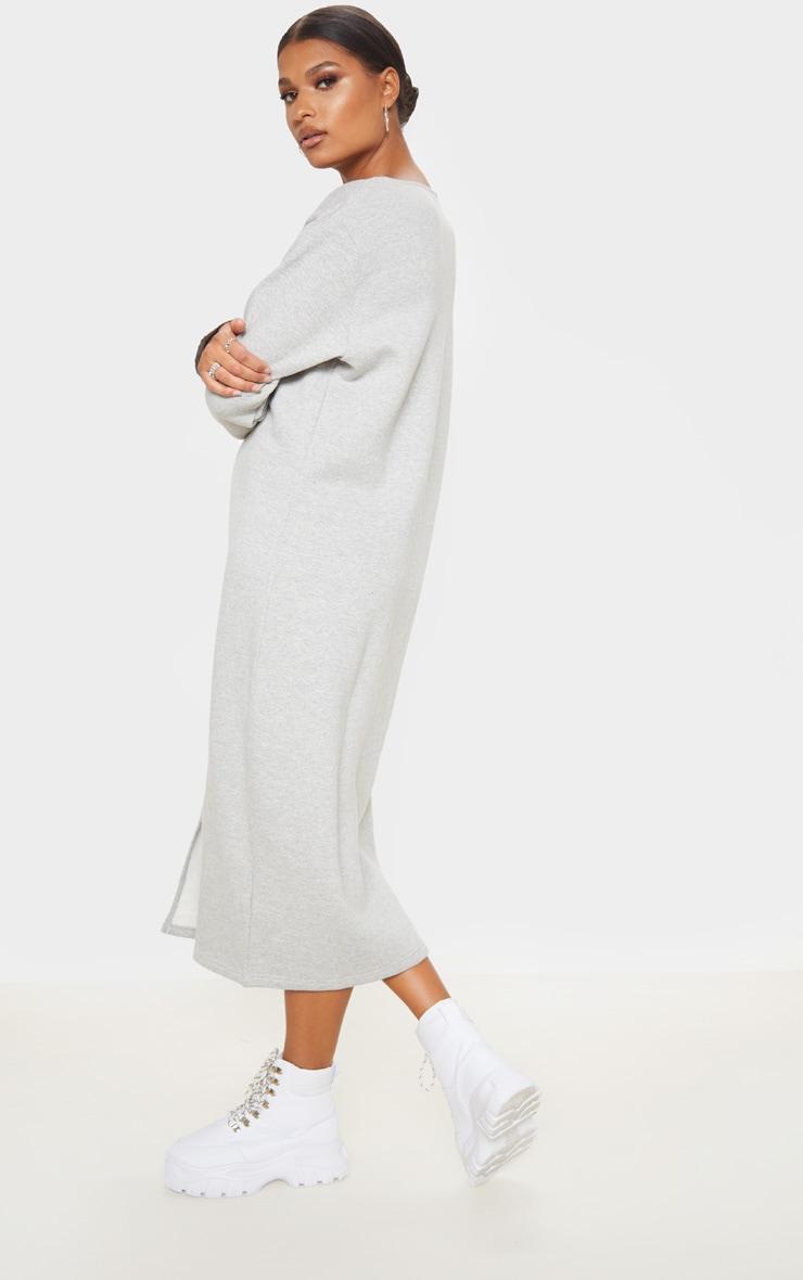 Robe pull mi-longue oversize gris chiné à col V et devant fendu 2