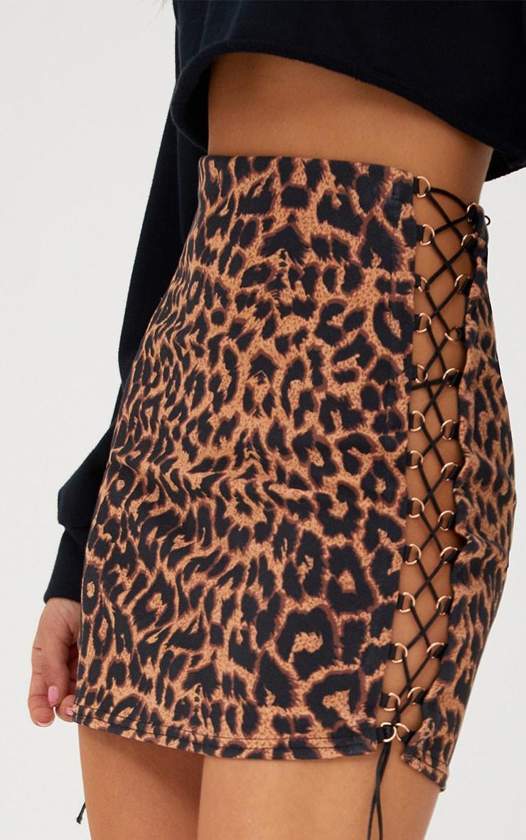 Minijupe brune léopard à lacets sur le côté 6