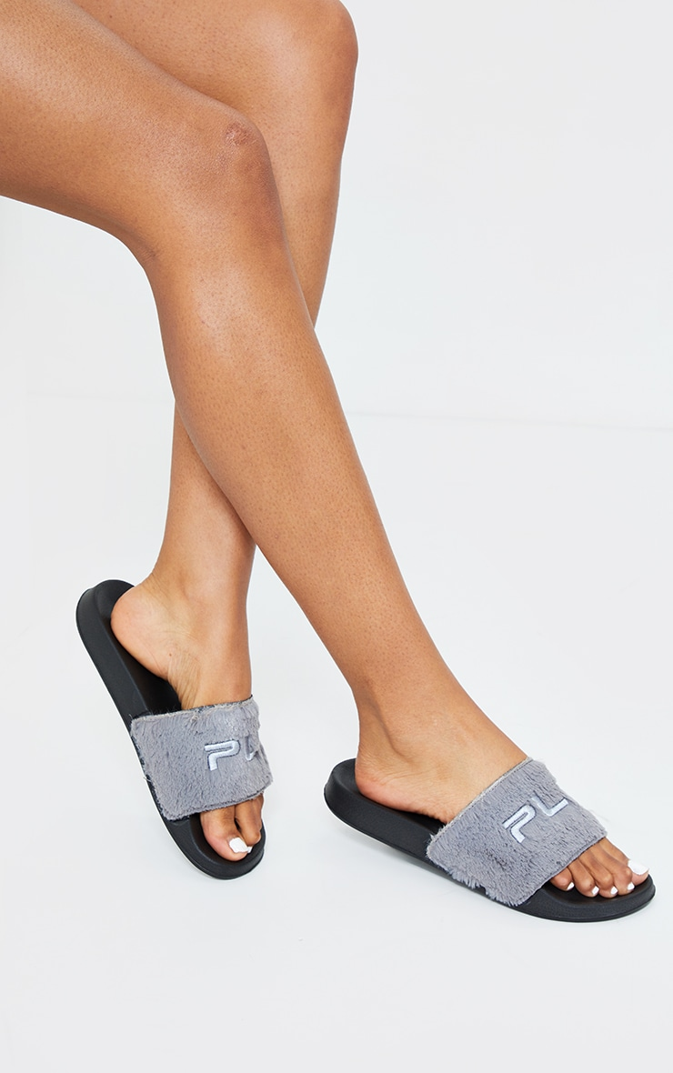 PRETTYLITTLETHING Grey Short Faux Fur Slides 1