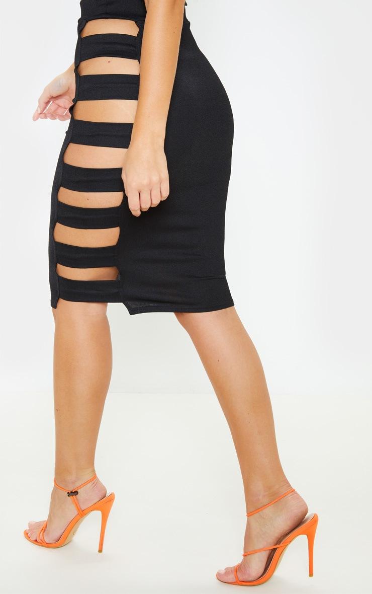 Jupe mi-longue noire à découpes sur le côté 3