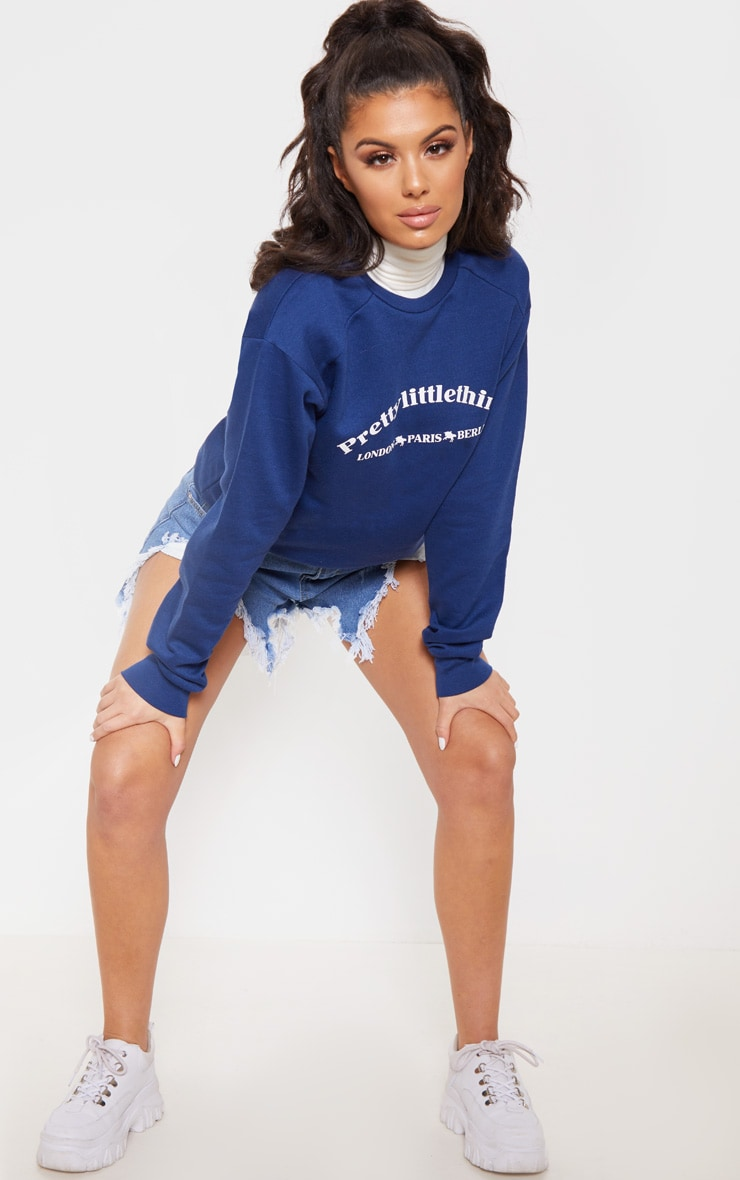 Sweat oversize bleu marine à slogan écriture PrettyLittleThing Europe 4