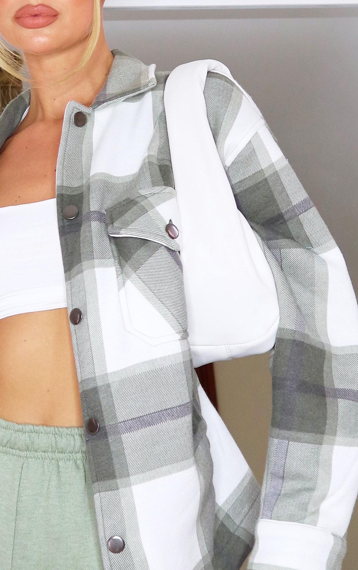 Veste style chemise kaki à carreaux et poches devant 4