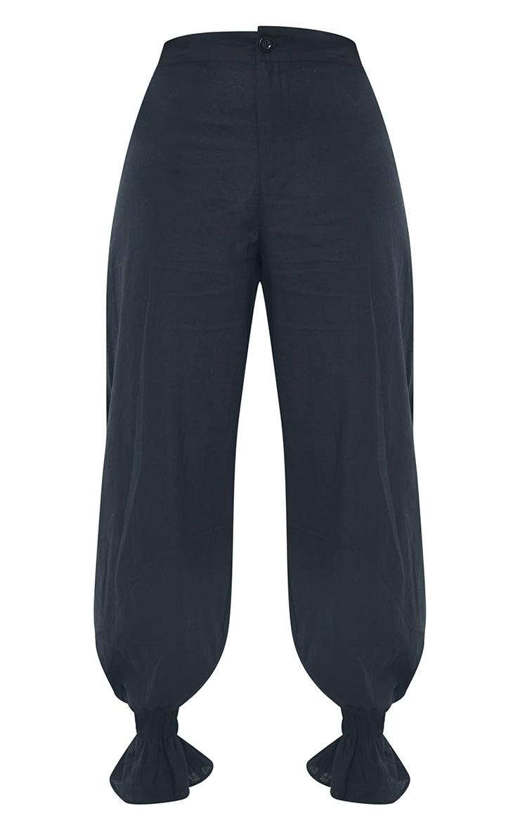 Pantalon noir en maille tissée à boutons et ourlet froncé  5