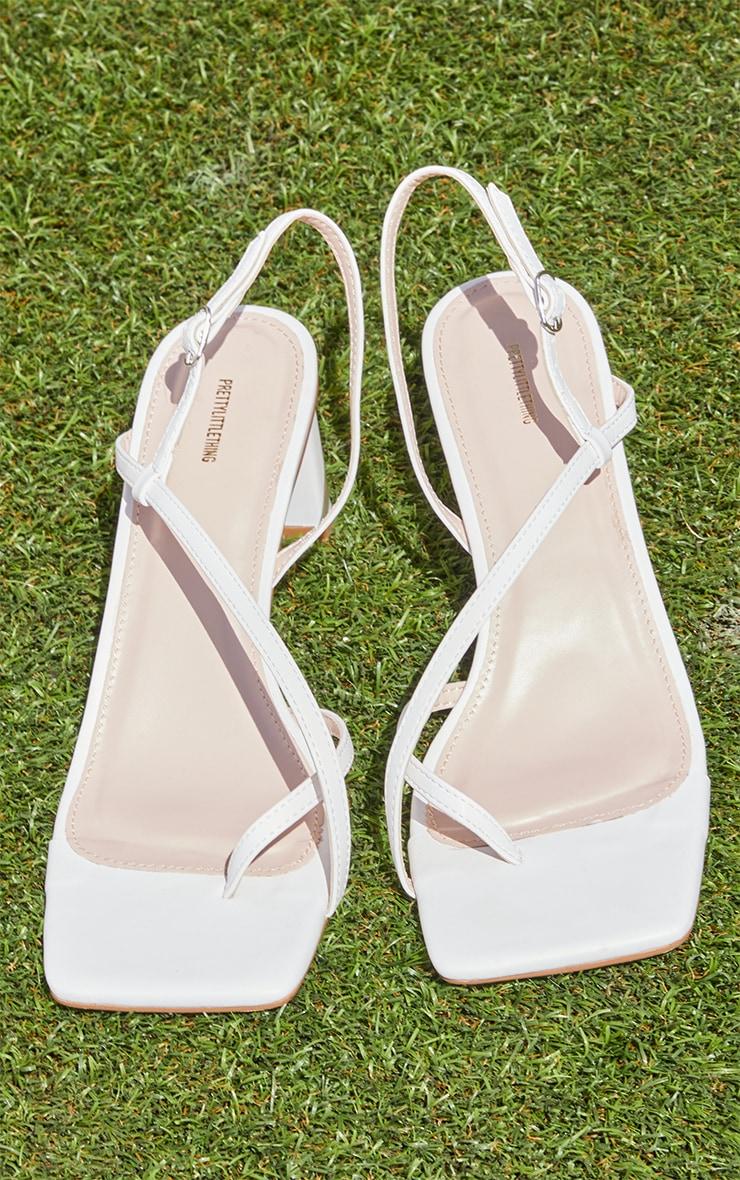 White PU Cross Over Toe Loop Low Heeled Sandals 3