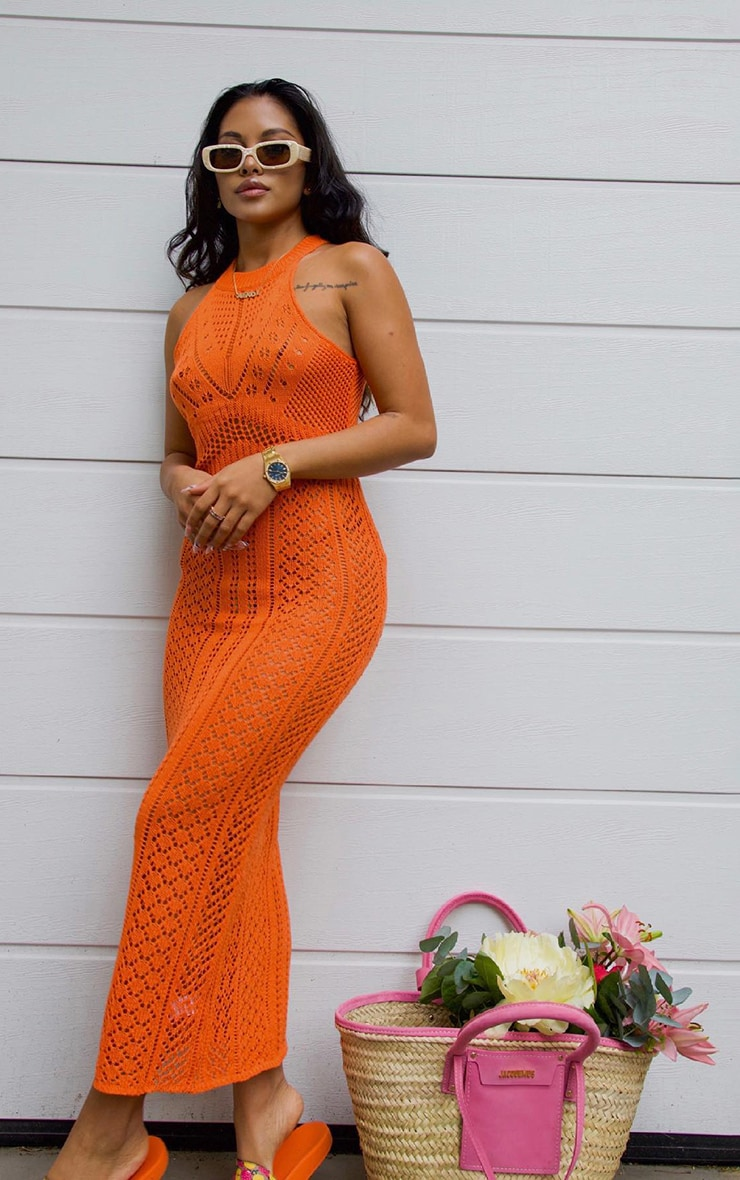 Robe mi-longue découpée en crochet orange 1