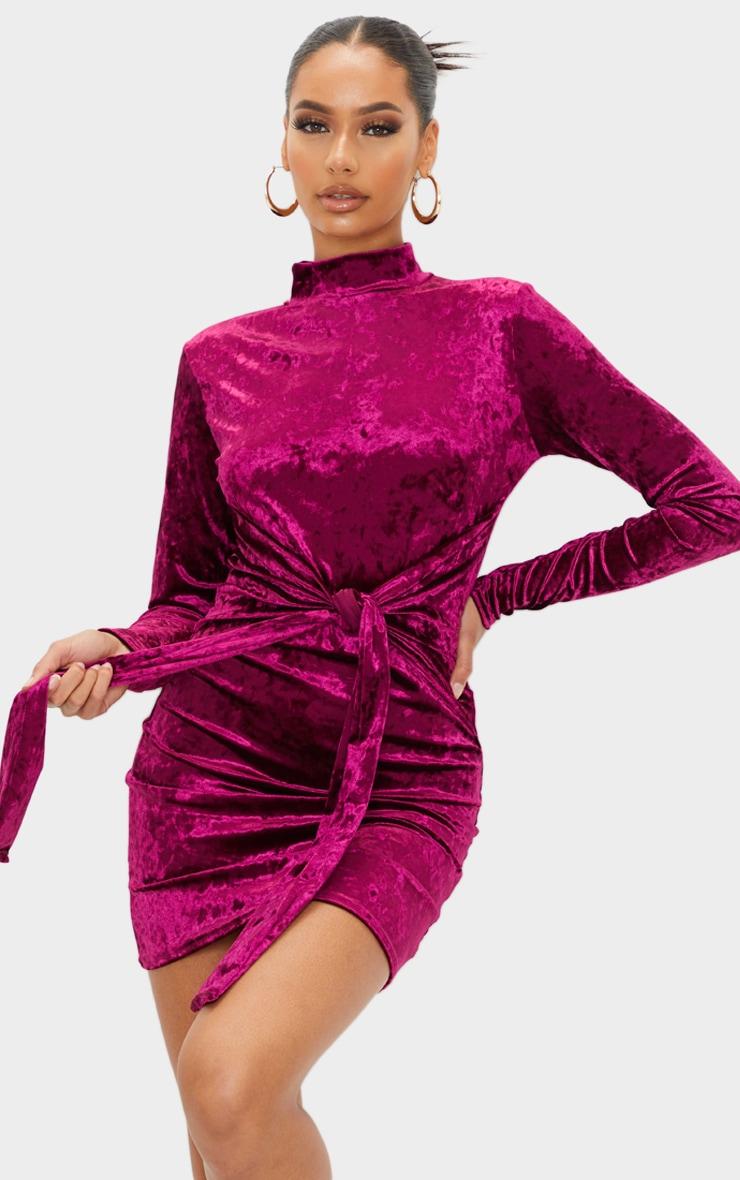 Robe moulante manches longues en velours bordeaux à col haut et lien jupe 1
