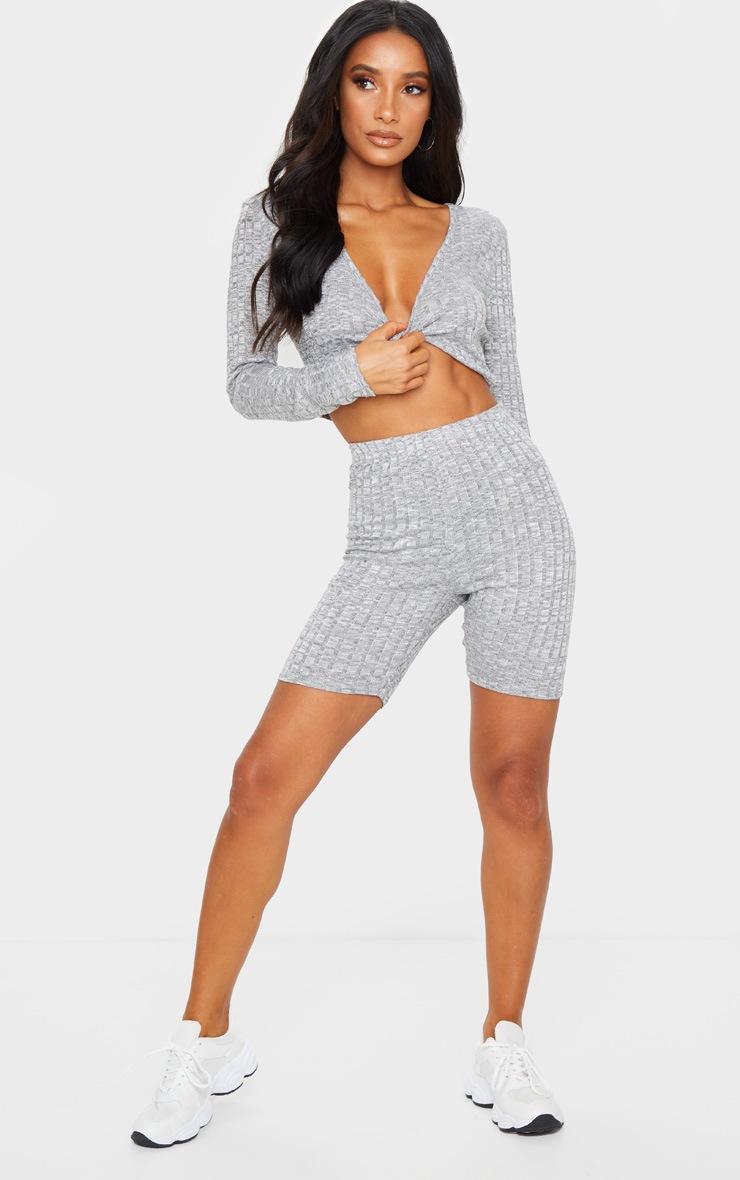 Top en maille tricot côtelée grise à manches longues et torsade frontale 3