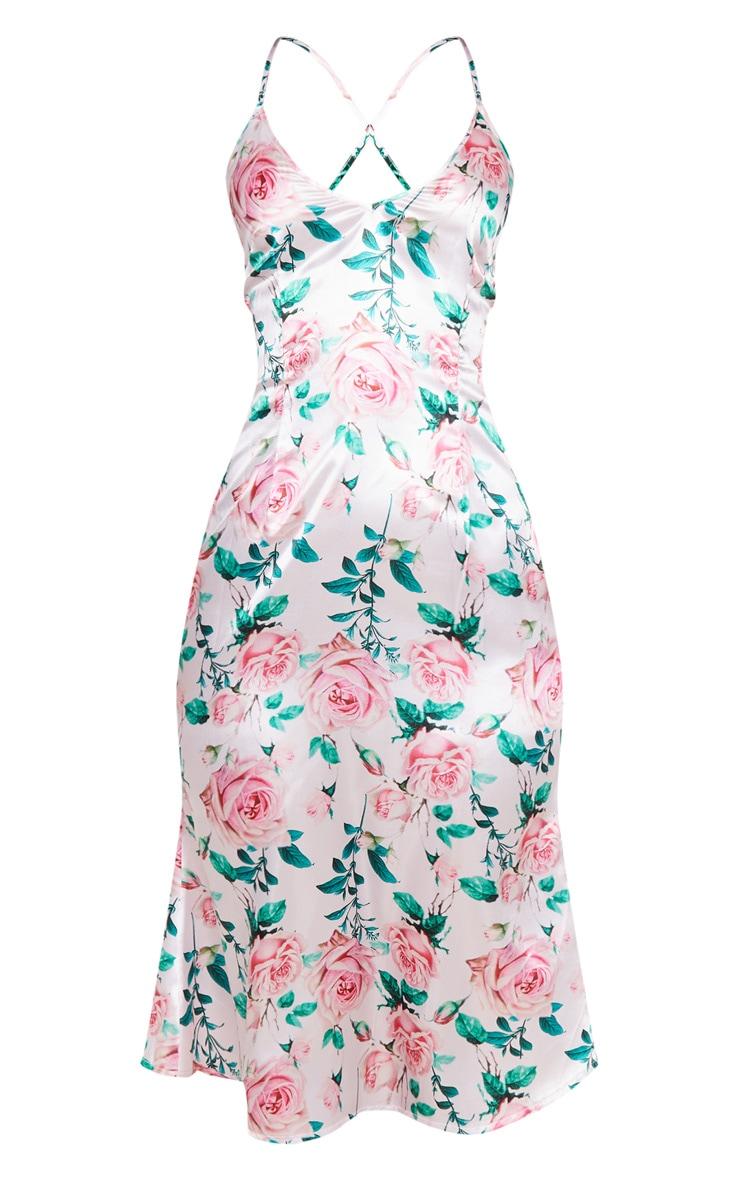 Robe mi-longue satinée rose clair à imprimé roses et fines bretelles 5