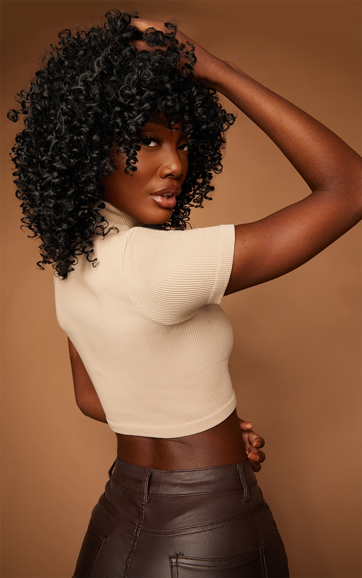 La Bello Beauty Black 22 inches Synthetic Wig with Curls Wo 1