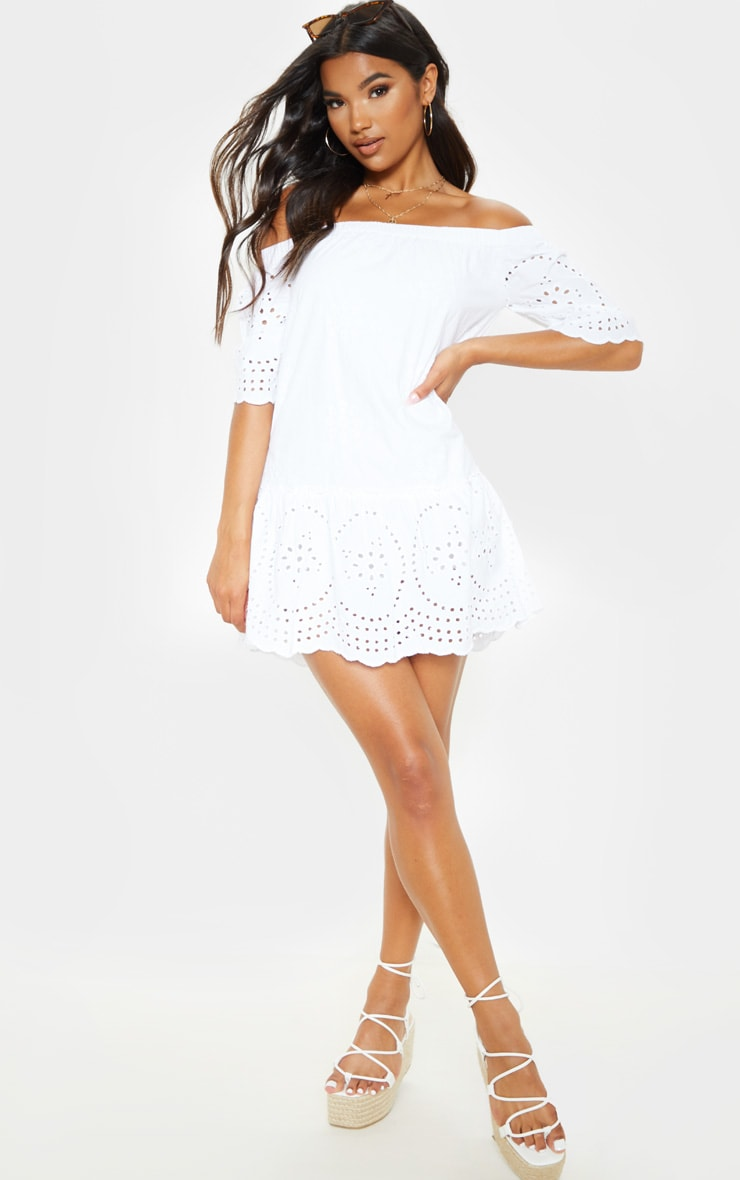Robe en broderie anglaise blanche col bateau prettylittlething fr - Adresse mail reclamation blanche porte ...