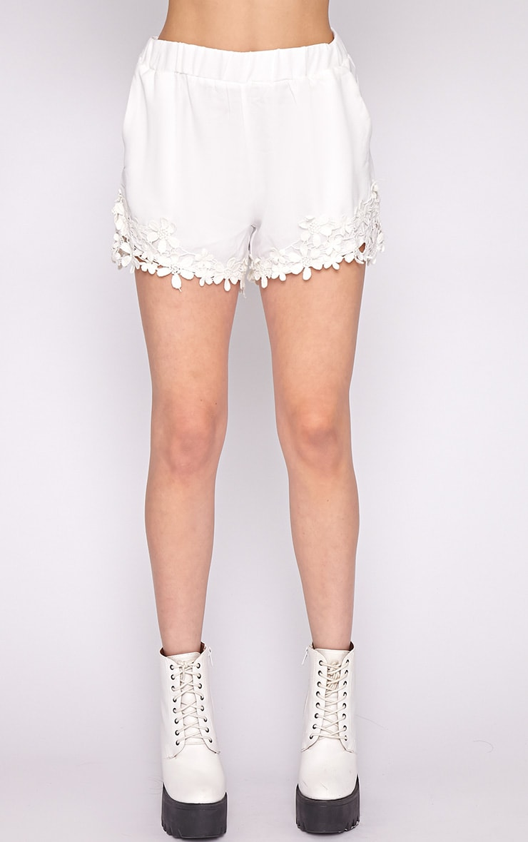 Lyra White Floral Trim Short -M/L 2