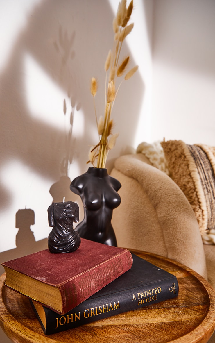 Black Amber Scented Aphrodite Candle 2