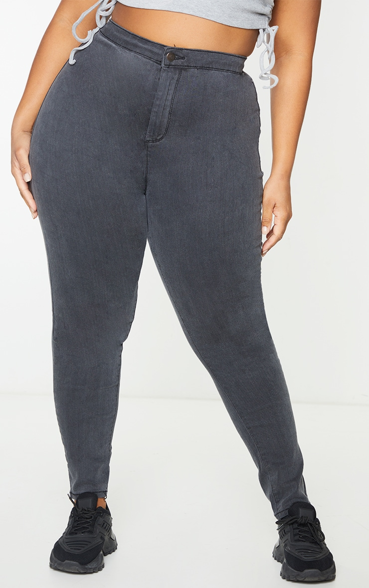 PRETTYLITTLETHING Plus Washed Black Disco Skinny Jean 2