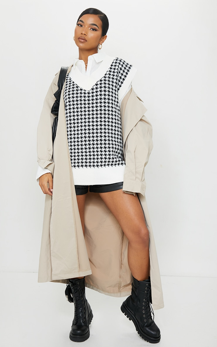 Monochrome Dogstooth V Neck Knitted Side Split Vest image 1