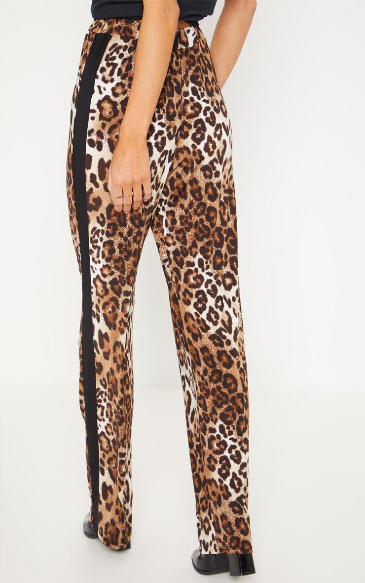 Pantalon noir imprimé léopard à jambes évasées et bande sur le côté 4