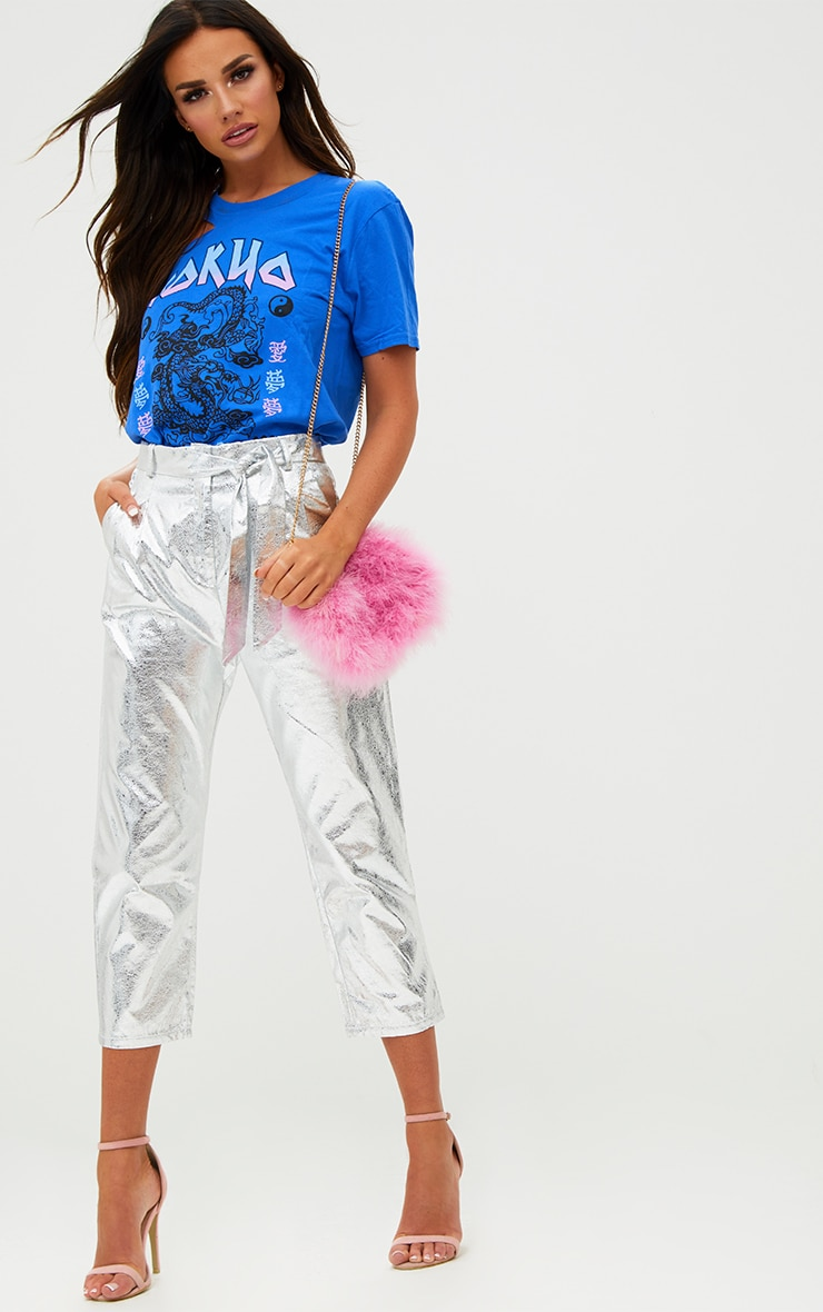 Pantalon court argent en vinyle noué à la taille 1