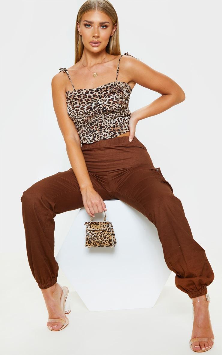 Crop top froncé à imprimé léopard et bretelles nouées 3