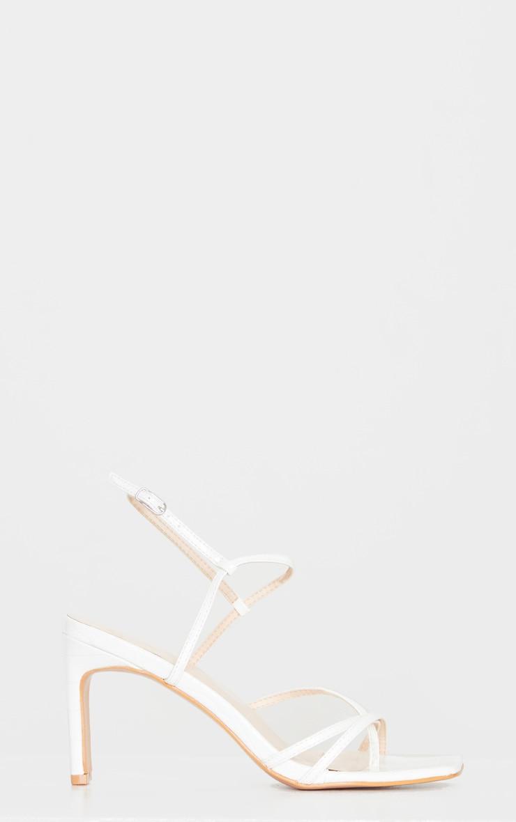 Sandales blanches carrées effet croco style tongs à talon bas et bride cheville 3