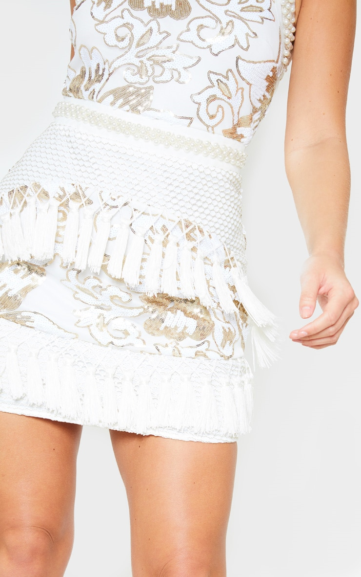 Charlyia Premium robe moulante blanche à dos nu ornée de sequins et de pampilles 5
