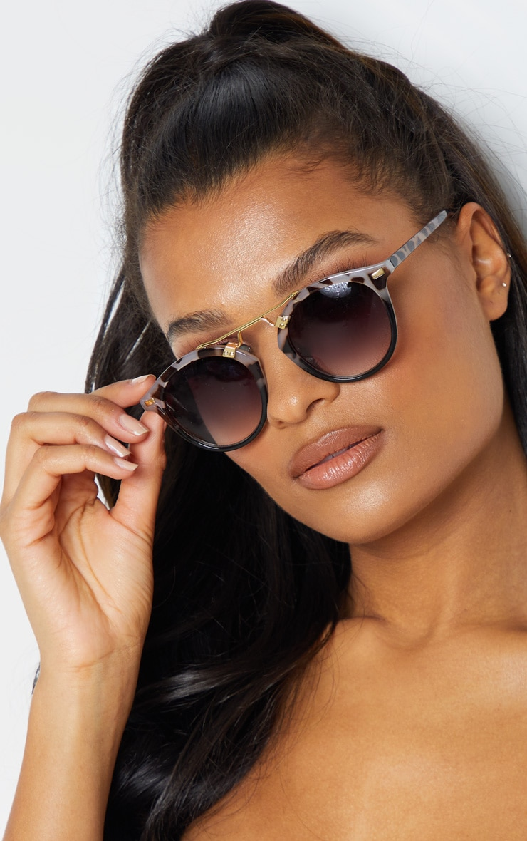 Grey Tort Gold Brow Bar Round Sunglasses           1