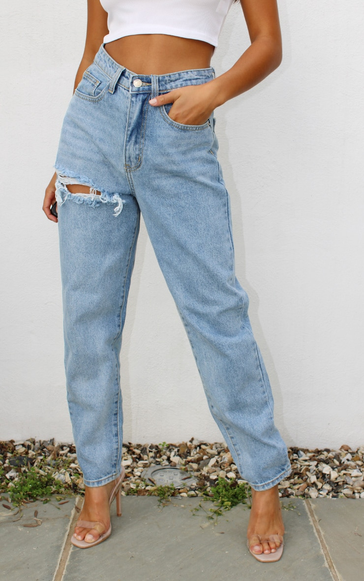 PRETTYLITTLETHING Petite Light Blue Wash Thigh Distressed Mom Jean 2