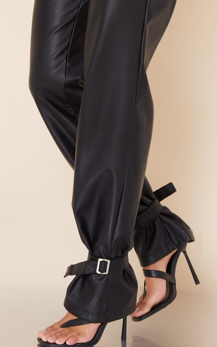 Pantalon droit en similicuir noir à détail chevilles 4