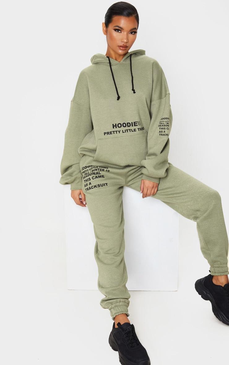 PRETTYLITTLETHING - Hoodie kaki oversize à poche frontale et slogan imprimé 4