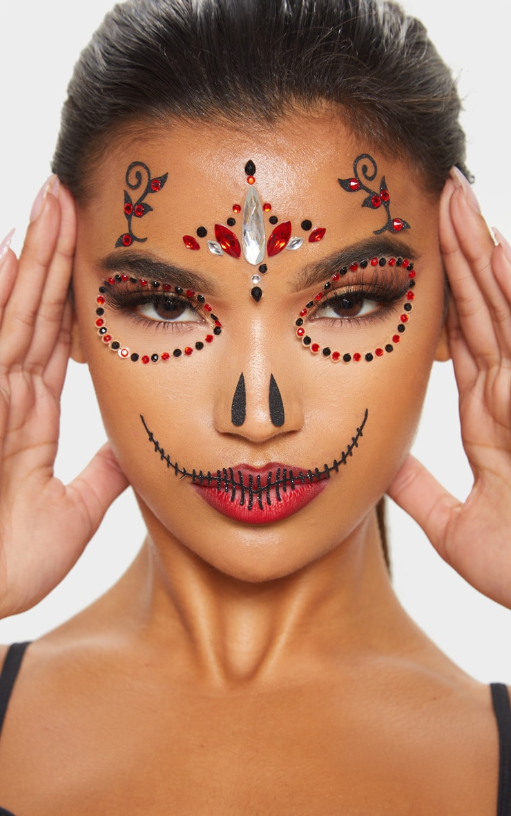 prettylittlething-red-skull-queen-face-jewels by prettylittlething