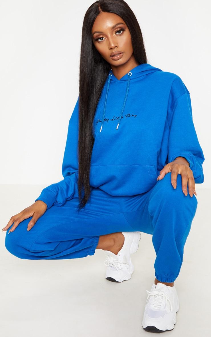 Hoodie oversized bleu cobalt à broderie PRETTYLITTLETHING 4