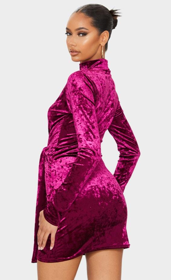 Robe moulante manches longues en velours bordeaux à col haut et lien jupe 2