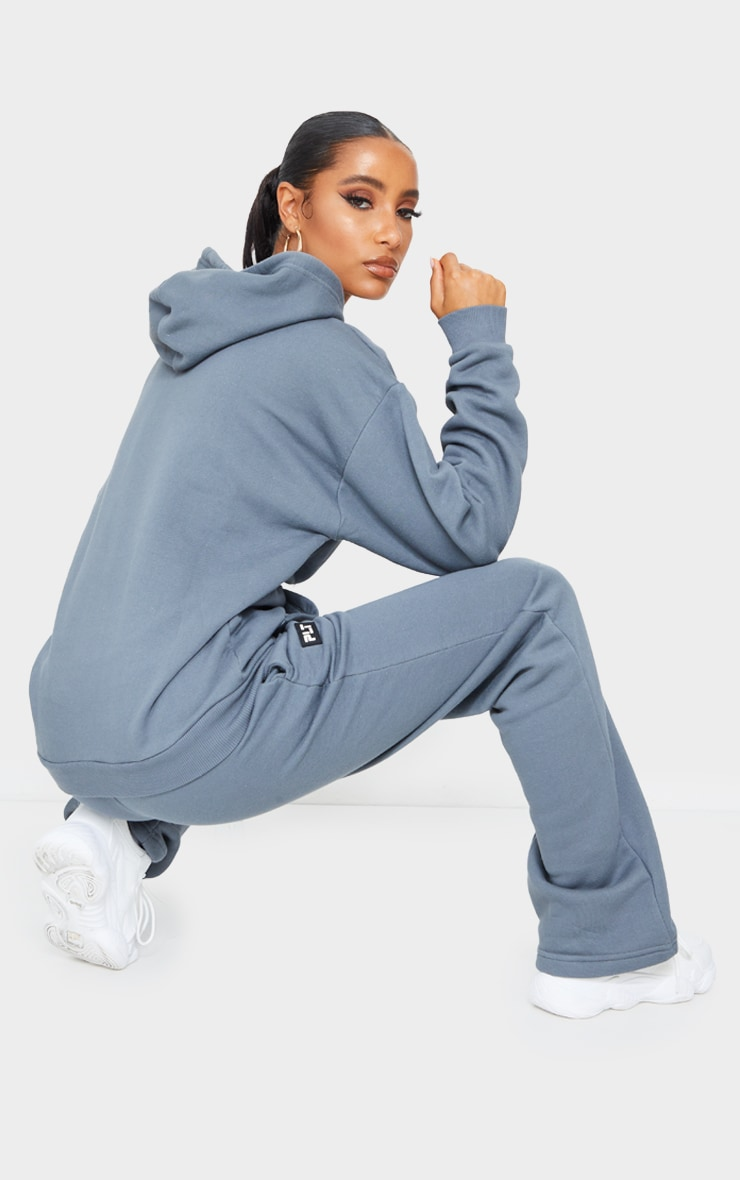 PRETTYLITTLETHING Grey Badge Detail Oversized Hoodie 2