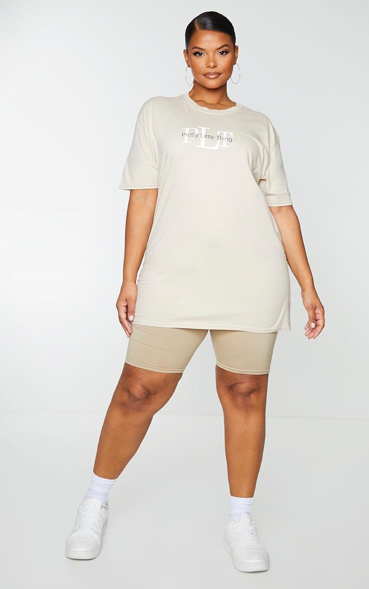 PRETTYLITTLETHING Plus - T-shirt oversize sable à imprimé 3